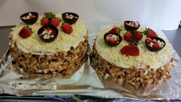 Gâteau d'anniversaire, service traiteur, soirée karaoké